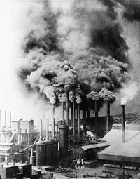Pittsburgh_steel_mill_1890