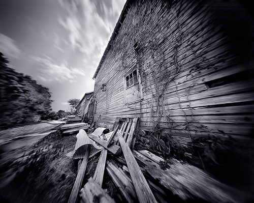 Pinhole_old_barn_by_integrity_of_li