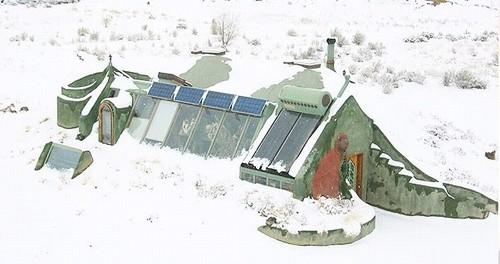 Copy_earthship_in_sneeuw